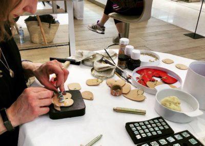 Atelier DIY Personnalisation porte clés Clarins Printemps PAris