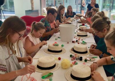 Atelier creatif Lyon customisation personnalisation chapeaux
