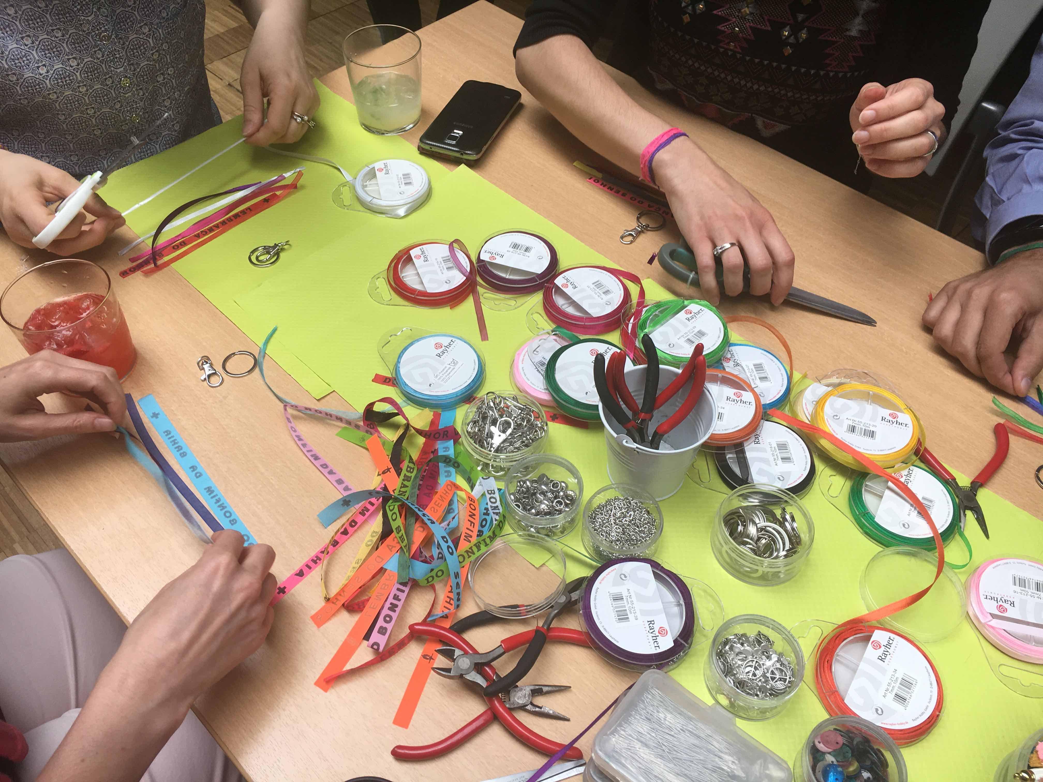 atelier creatif diy teambuilding france television accessoire bresil bracelet bijoux de sac