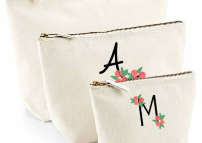 atelier diy broderie lettre fleurs pochettes brodees